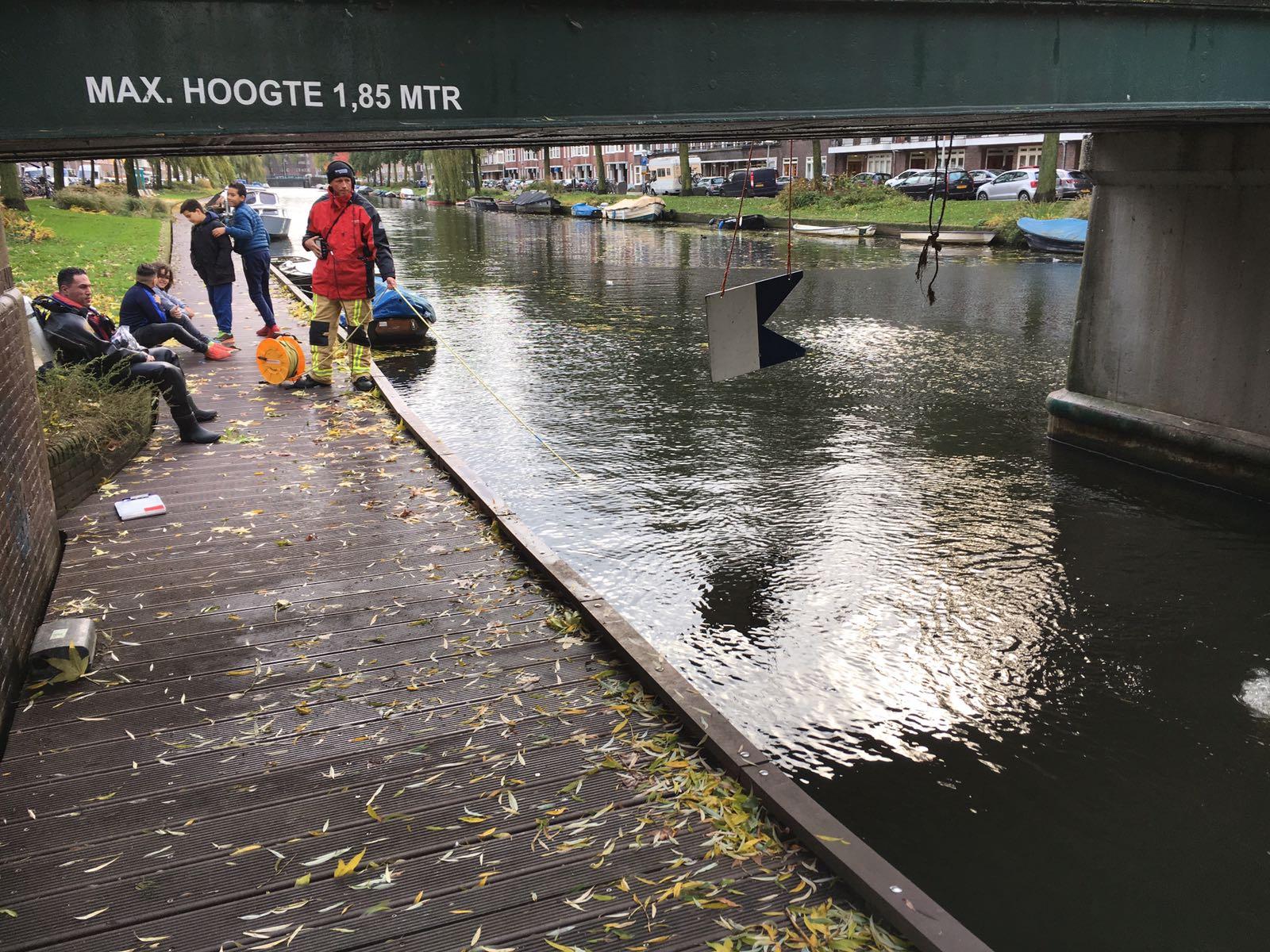 Brandweer Amsterdam Duikt Naar Verloren Ring