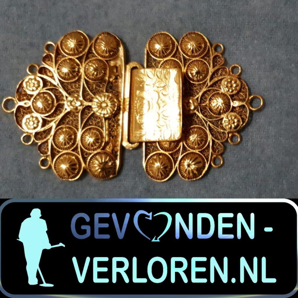 Een gouden Broche in Burgh Haamstede.