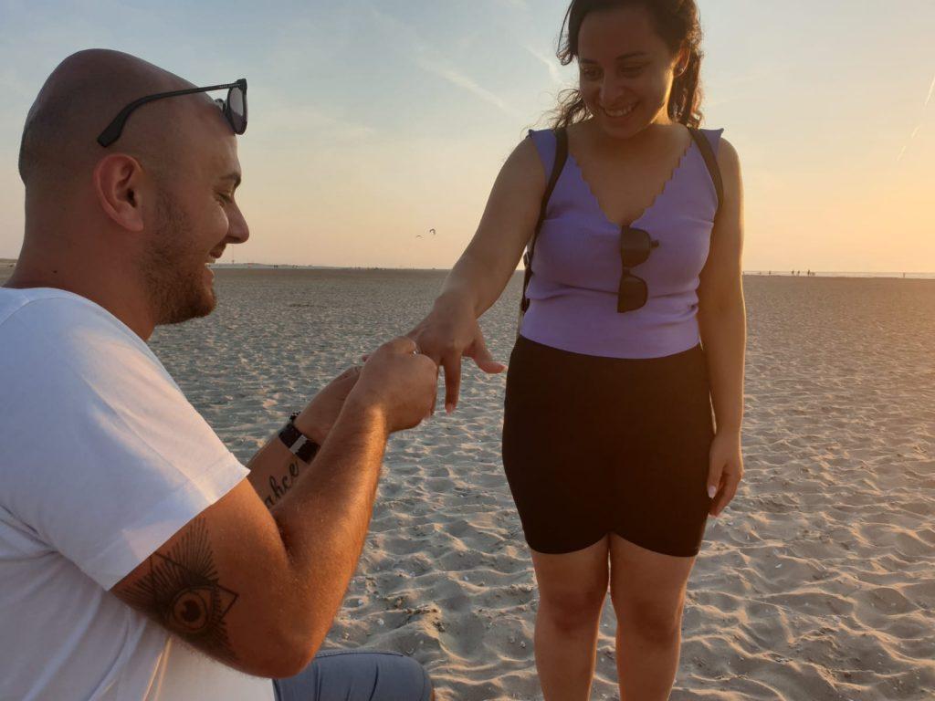 Kijkduin een briesje en daar ging haar ring!
