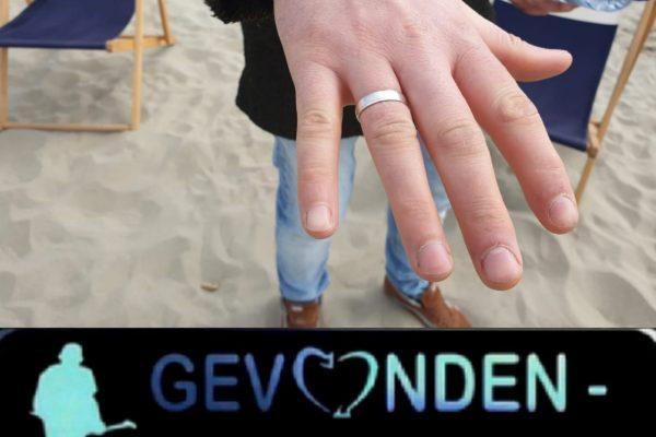 Verloren trouwring op het strand teruggevonden